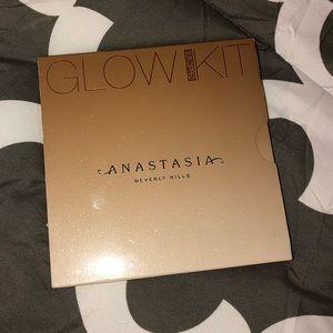 BRAND NEW Anastasia Beverly Hills Glow Kit